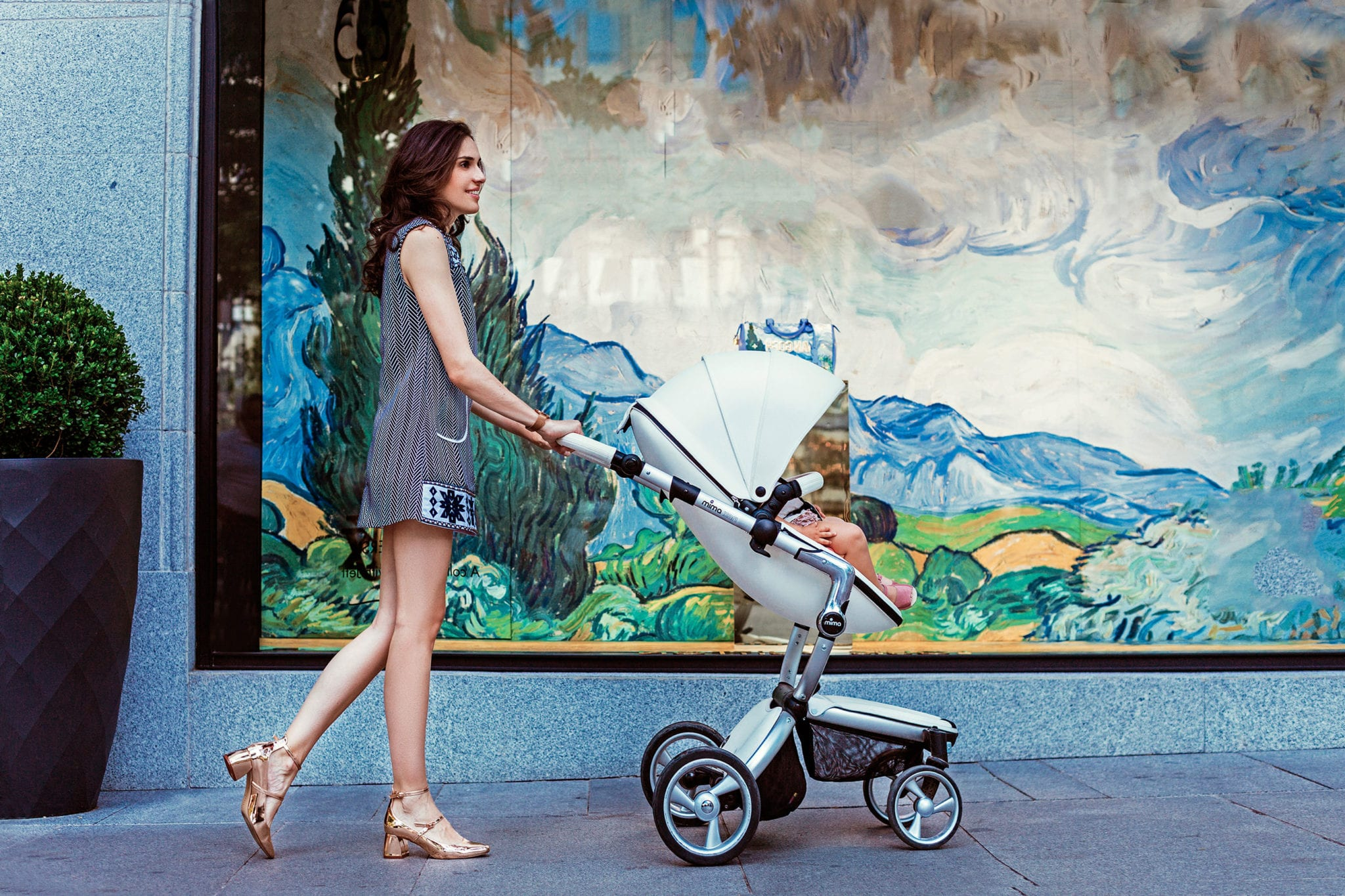 The stylish Mima Xari pram with a silver frame and white seat